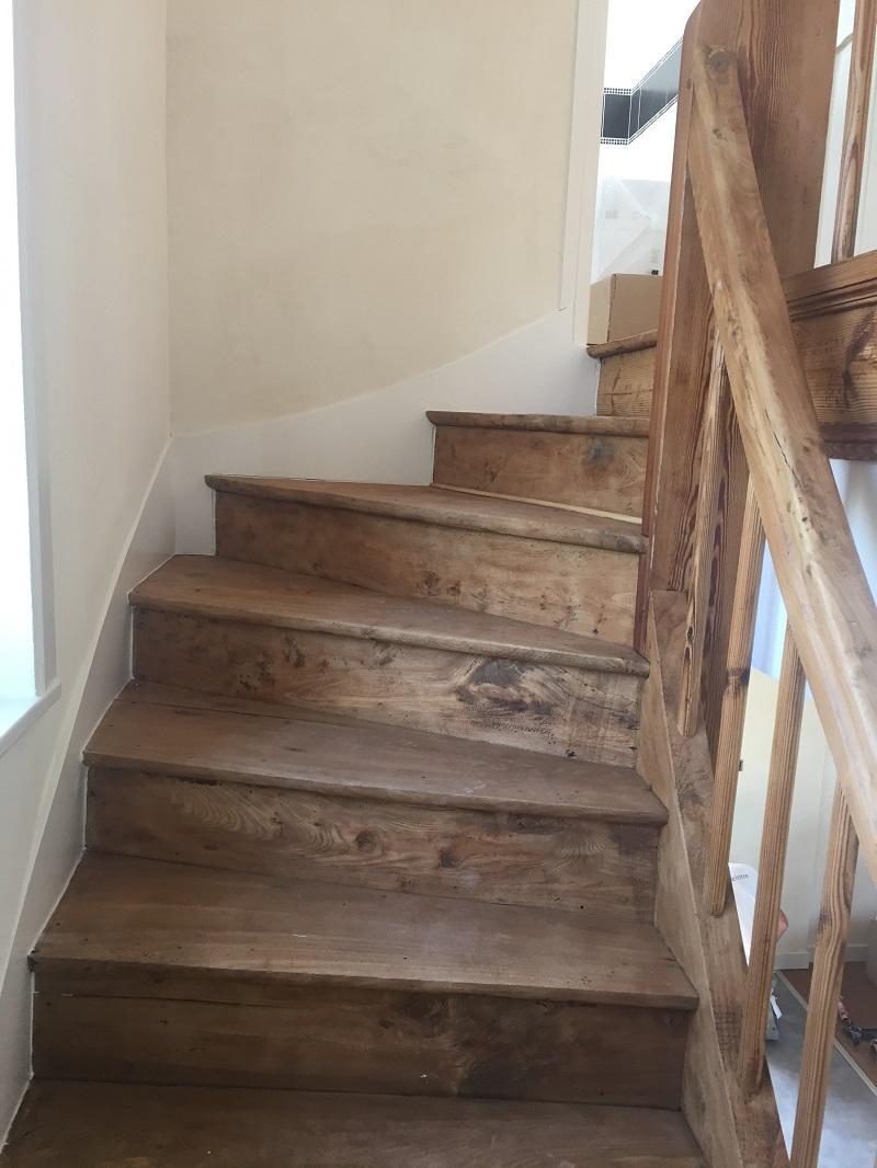 Escalier Dans Maison Ancienne traitement à la chaux d'une cage d'escalier - peintures du