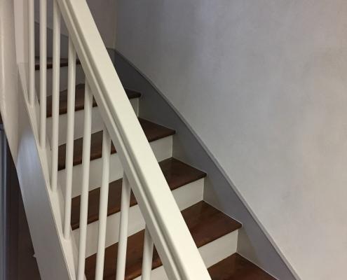 Traitement à la chaux d'une cage d'escalier